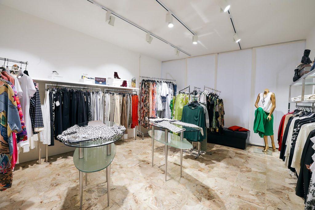 Outlet Loriet Negozio Abbigliamento Donna ad Abano Terme, stile, moda e raffinatezza, capi casual e lusso di qualita